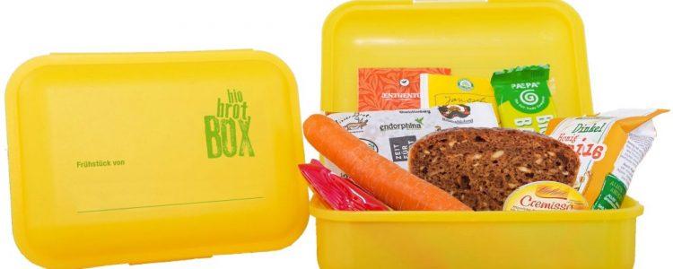 Übergabe der Bio-Brotboxen an die Erstklässler